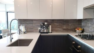 """Photo 3: 2108 1888 GILMORE Avenue in Burnaby: Brentwood Park Condo for sale in """"TRIOMPHE"""" (Burnaby North)  : MLS®# R2447396"""