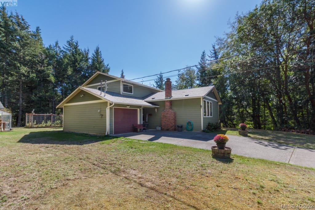 Main Photo: 910 Clapham Dr in VICTORIA: Me Rocky Point House for sale (Metchosin)  : MLS®# 807952