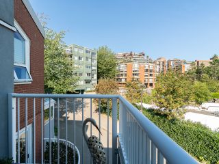 """Photo 32: 1594 ISLAND PARK Walk in Vancouver: False Creek Townhouse for sale in """"THE LAGOONS"""" (Vancouver West)  : MLS®# R2297532"""