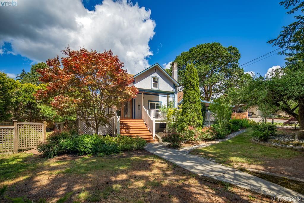 Main Photo: 706 Lindsay St in VICTORIA: SW Royal Oak House for sale (Saanich West)  : MLS®# 788621