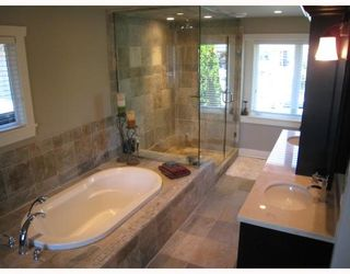 Photo 9: 235 W KINGS Road in North_Vancouver: Upper Lonsdale House for sale (North Vancouver)  : MLS®# V666660