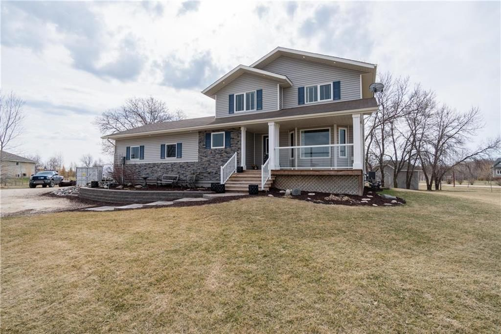 Main Photo: 2 Creekside Cove in Lorette: R05 Residential for sale : MLS®# 202109348