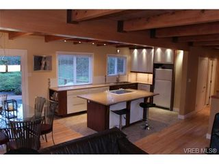 Photo 3: 1005 karen Cres in VICTORIA: SE Swan Lake House for sale (Saanich East)  : MLS®# 659089