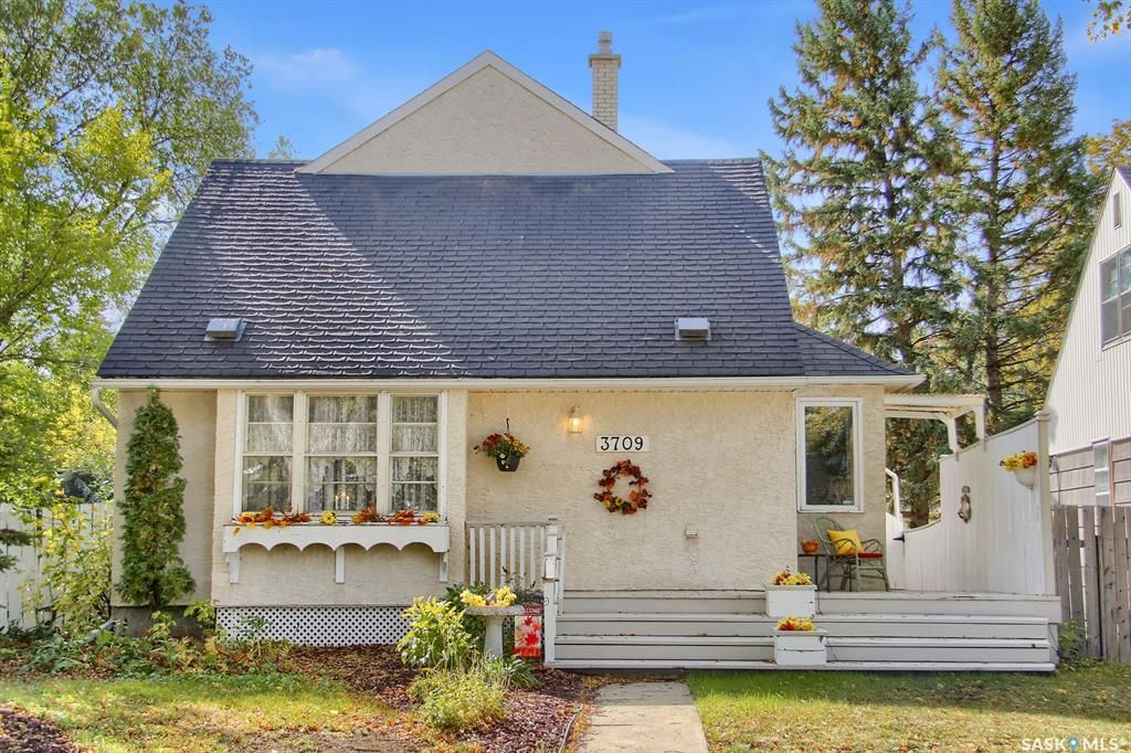 Main Photo: 3709 NORMANDY Avenue in Regina: River Heights RG Residential for sale : MLS®# SK871141