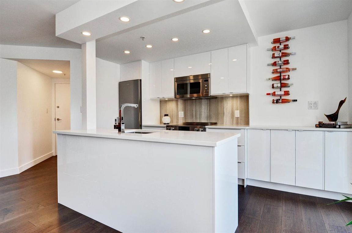 """Main Photo: 1505 907 BEACH Avenue in Vancouver: Yaletown Condo for sale in """"CORAL COURT"""" (Vancouver West)  : MLS®# R2591176"""