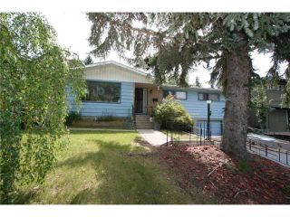 Photo 2: 4036 CHATHAM Place NW in CALGARY: Charleswood Residential Detached Single Family for sale (Calgary)  : MLS®# C3630774
