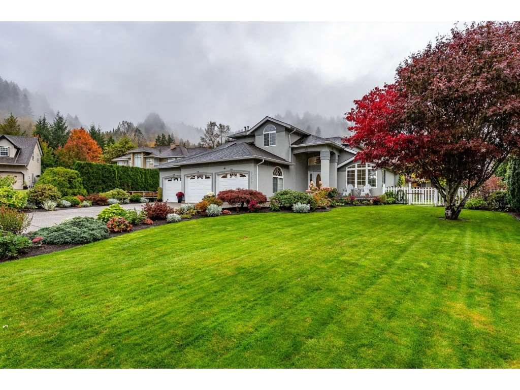 """Main Photo: 5032 WHITEWATER Place in Sardis - Chwk River Valley: Chilliwack River Valley House for sale in """"RIVERBEND"""" (Sardis)  : MLS®# R2411359"""