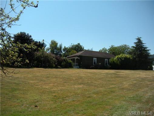 Main Photo: 8370 East Saanich Rd in SAANICHTON: CS Saanichton House for sale (Central Saanich)  : MLS®# 668590