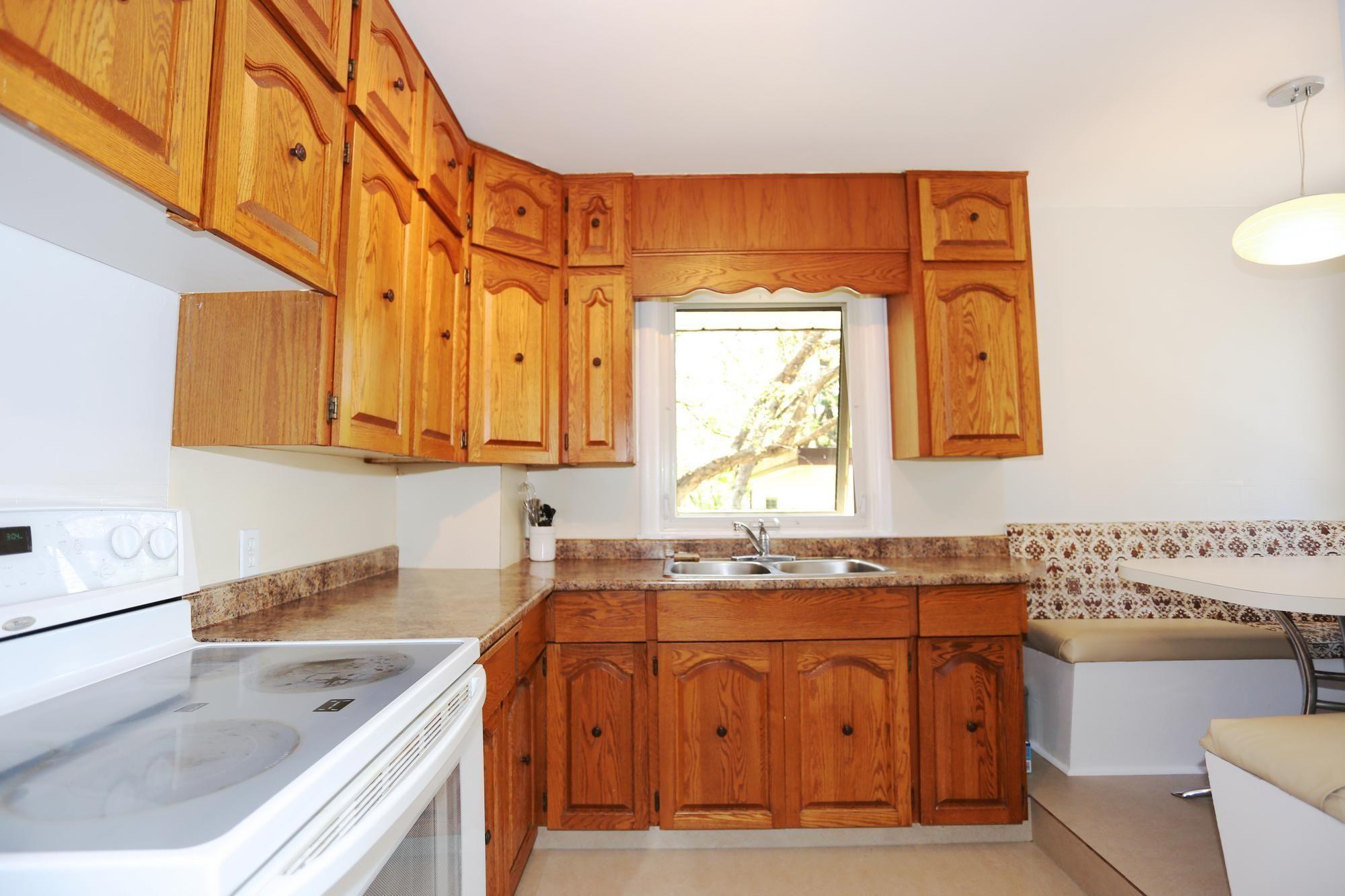 Photo 9: Photos: 290 McLeod Avenue in Winnipeg: North Kildonan Single Family Detached for sale (3F)  : MLS®# 1814938