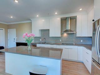 Photo 10: 401 1460 Pandora Ave in Victoria: Vi Fernwood Condo for sale : MLS®# 884978