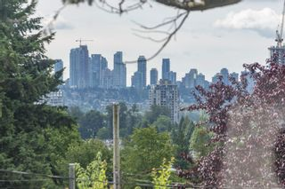 Photo 5: 560 SPRINGER Avenue in Burnaby: Capitol Hill BN House for sale (Burnaby North)  : MLS®# R2594028