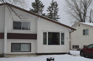 Photo 1: 11 Wiltshire Bay in Winnipeg: Windsor Park Residential for sale (2G)  : MLS®# 202102030