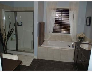 Photo 9: 203 Royal Ridge Mount NW in Calgary: Royal Oak Residential Detached Single Family for sale : MLS®# C3376574
