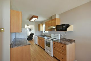"""Photo 4: 7 824 NORTH Road in Gibsons: Gibsons & Area Townhouse for sale in """"Twin Oaks"""" (Sunshine Coast)  : MLS®# R2607864"""