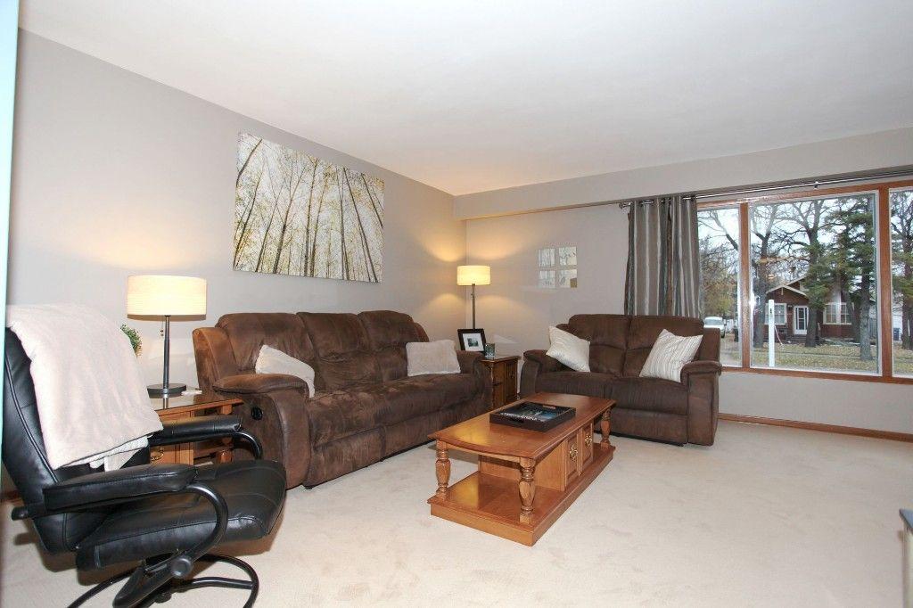 Photo 2: Photos: 407 Wallasey Street in WINNIPEG: Grace Hospital Area Single Family Detached for sale (West Winnipeg)  : MLS®# 1426170