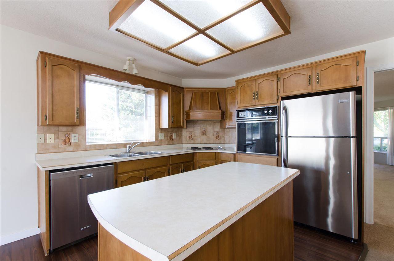 Photo 3: Photos: 14206 20 Avenue in Surrey: Sunnyside Park Surrey House for sale (South Surrey White Rock)  : MLS®# R2116136