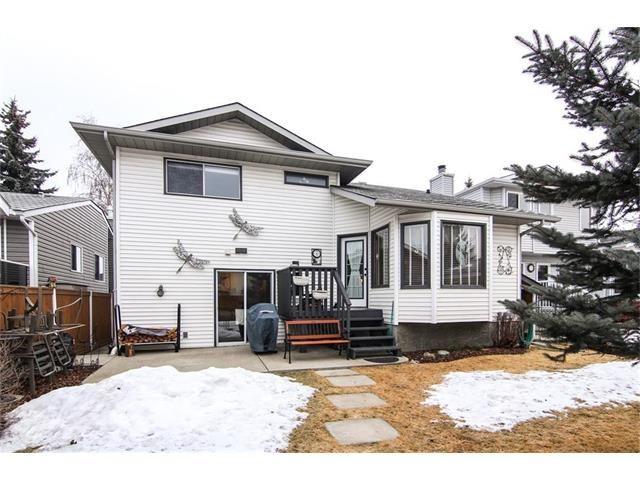 Photo 3: Photos: 139 MCKERRELL Way SE in Calgary: McKenzie Lake House for sale : MLS®# C4102134