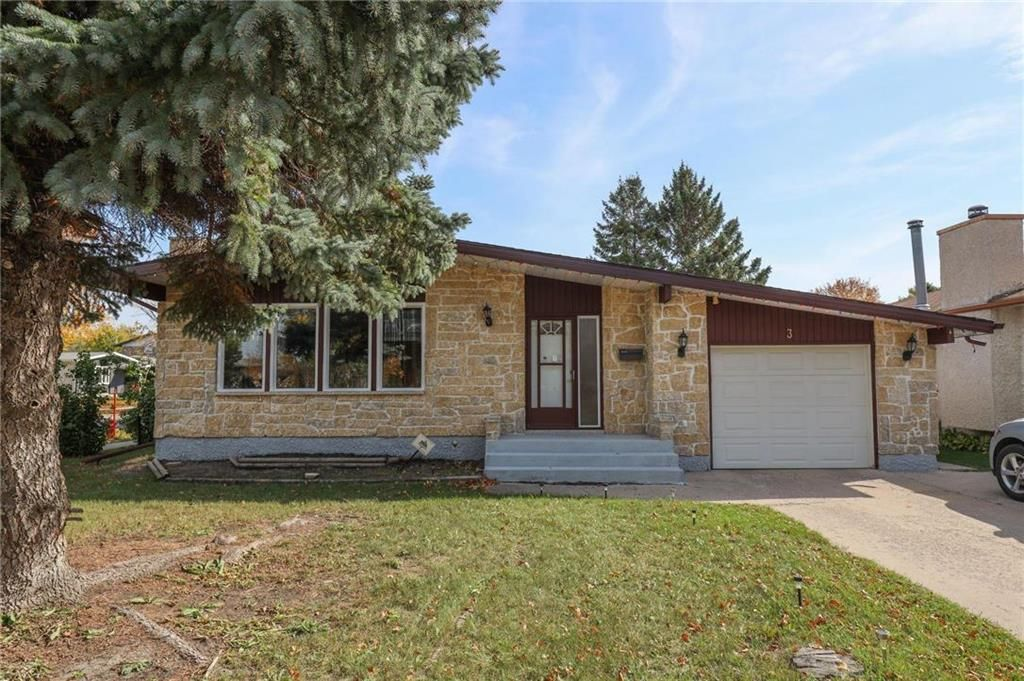 Main Photo: 3 Sardelle Crescent in Winnipeg: Maples Residential for sale (4H)  : MLS®# 202124317