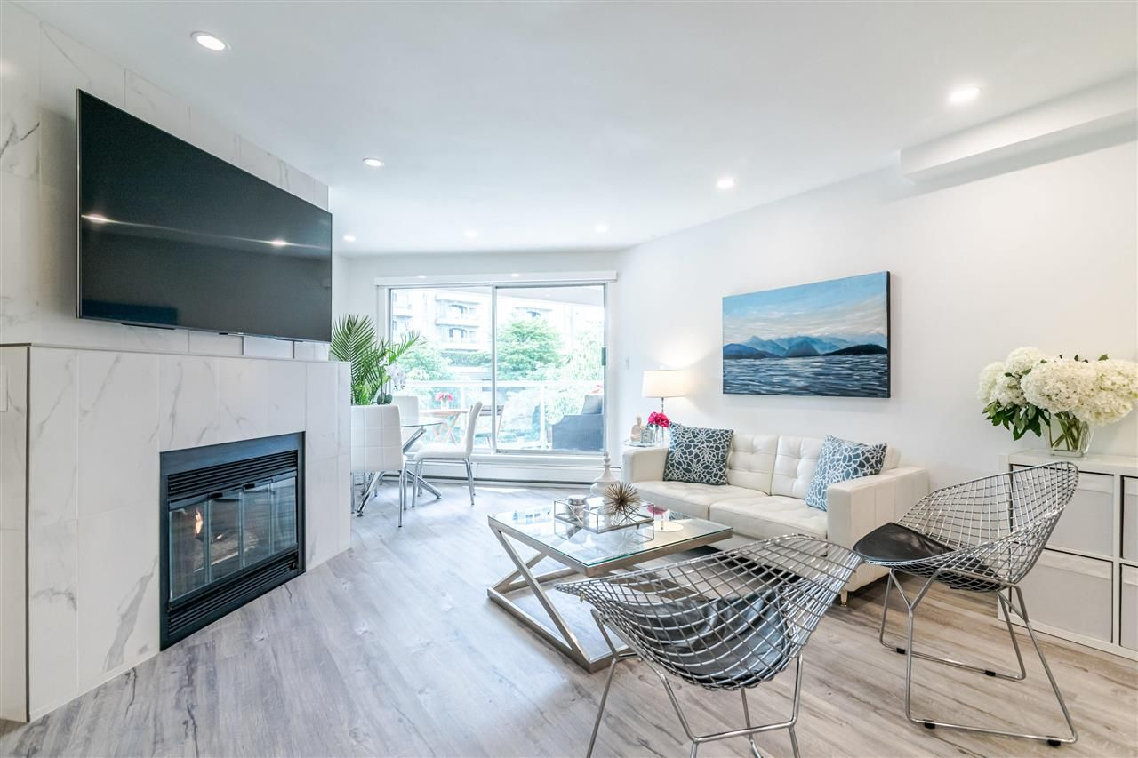 Photo 2: Photos: 3203 33 CHESTERFIELD Place in North Vancouver: Lower Lonsdale Condo for sale : MLS®# R2388716