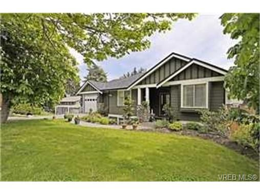 Main Photo: 3919 Wilkinson Rd in VICTORIA: SW Strawberry Vale House for sale (Saanich West)  : MLS®# 468338