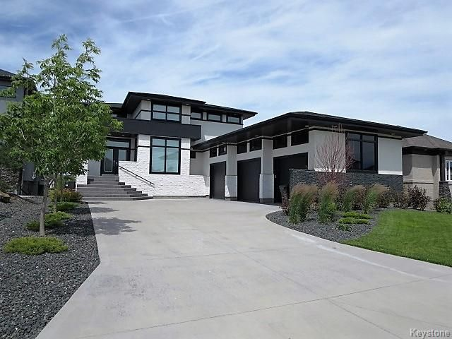 Stunning 2621 sq.ft. Lakefront Home featuring White Cultured Stone, Triple Garage