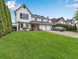 Photo 1: 6376 183A Street in Surrey: Cloverdale BC House for sale (Cloverdale)  : MLS®# R2578341