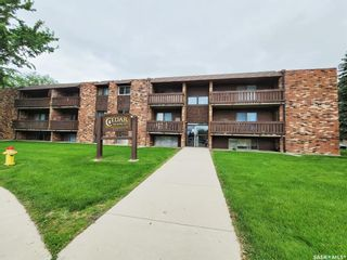 Photo 2: 106 143 St Lawrence Court in Saskatoon: River Heights SA Residential for sale : MLS®# SK860188