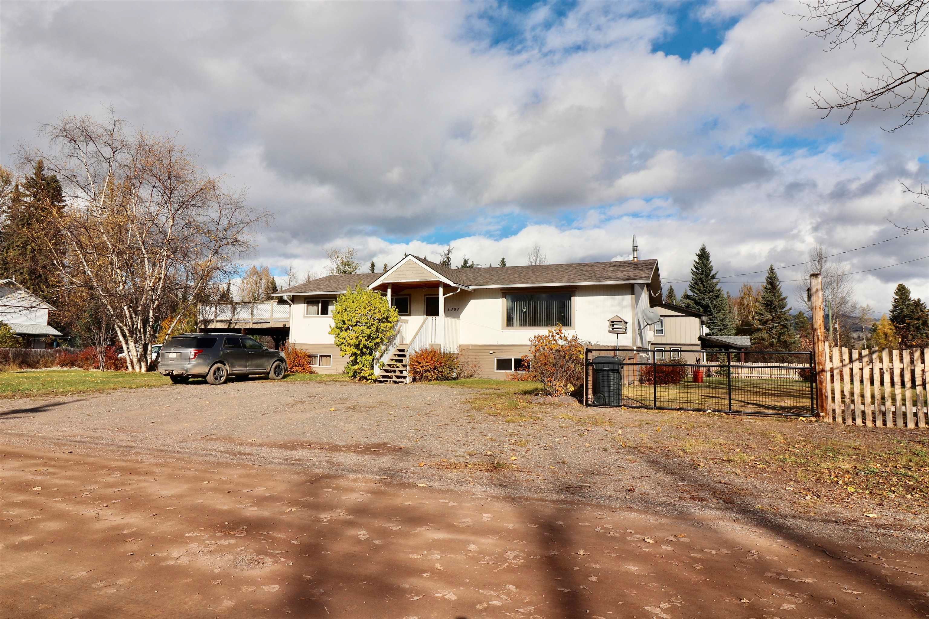 Main Photo: 1304 DOGWOOD Street: Telkwa House for sale (Smithers And Area (Zone 54))  : MLS®# R2623500