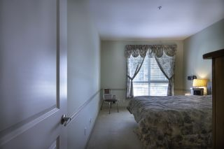 """Photo 15: 404 33485 SOUTH FRASER Way in Abbotsford: Central Abbotsford Condo for sale in """"CITADEL RIDGE"""" : MLS®# R2320305"""