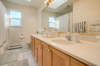 Photo 11: 8203 152 Street in Surrey: Bear Creek Green Timbers House for sale : MLS®# R2443253