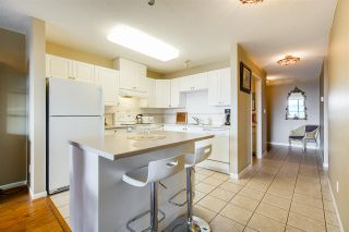 """Photo 3: 605 612 SIXTH Street in New Westminster: Uptown NW Condo for sale in """"THE WOODWARD"""" : MLS®# R2537268"""
