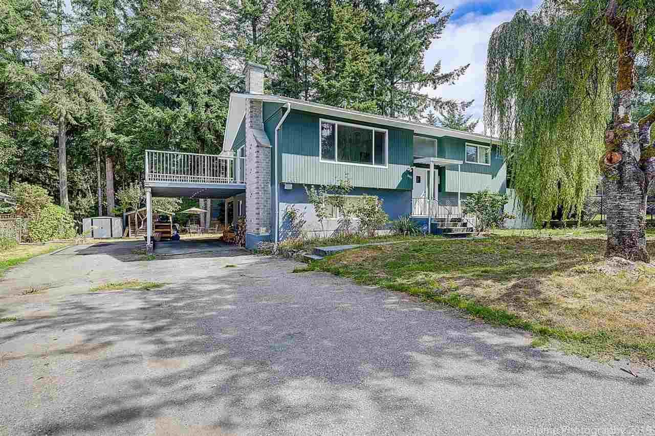 Main Photo: 2682 PARKWAY Drive in Surrey: King George Corridor House for sale (South Surrey White Rock)  : MLS®# R2578085