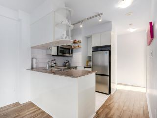 "Photo 5: 1708 1189 HOWE Street in Vancouver: Downtown VW Condo for sale in ""The Genesis"" (Vancouver West)  : MLS®# R2373933"