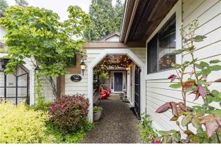 """Photo 2: 2 1872 SOUTHMERE Crescent in Surrey: Sunnyside Park Surrey Townhouse for sale in """"South Pointe on the Park"""" (South Surrey White Rock)  : MLS®# R2584031"""