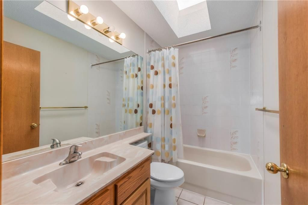 Photo 22: Photos: 2603 SIGNAL RIDGE View SW in Calgary: Signal Hill House for sale : MLS®# C4177922