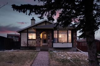 Photo 2: 164 Berwick Drive NW in Calgary: Beddington Heights Detached for sale : MLS®# A1095505