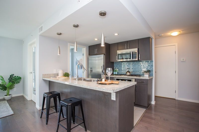 "Main Photo: 606 89 W 2ND Avenue in Vancouver: False Creek Condo for sale in ""Pinnacle Living False Creek"" (Vancouver West)  : MLS®# R2542152"