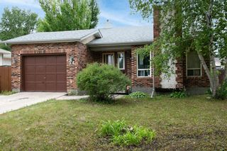 Photo 2: 34 Wilfred Knowles Bay in Winnipeg: Algonquin Park Residential for sale (3G)  : MLS®# 202118275
