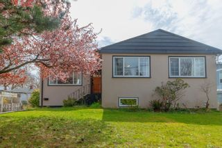 Main Photo: 1663 Myrtle St in : Vi Oaklands House for sale (Victoria)  : MLS®# 871619