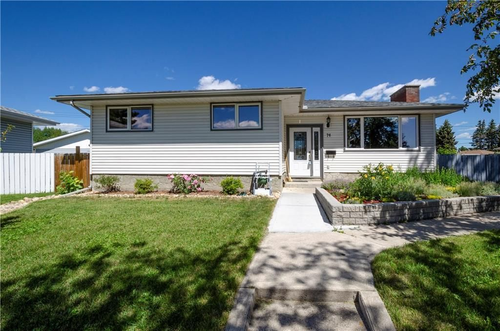 Main Photo: 74 MARBROOKE Circle NE in Calgary: Marlborough Detached for sale : MLS®# C4194787