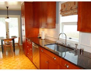 Photo 3: 14 W 13TH Avenue in Vancouver: Mount Pleasant VW 1/2 Duplex for sale (Vancouver West)  : MLS®# V771658