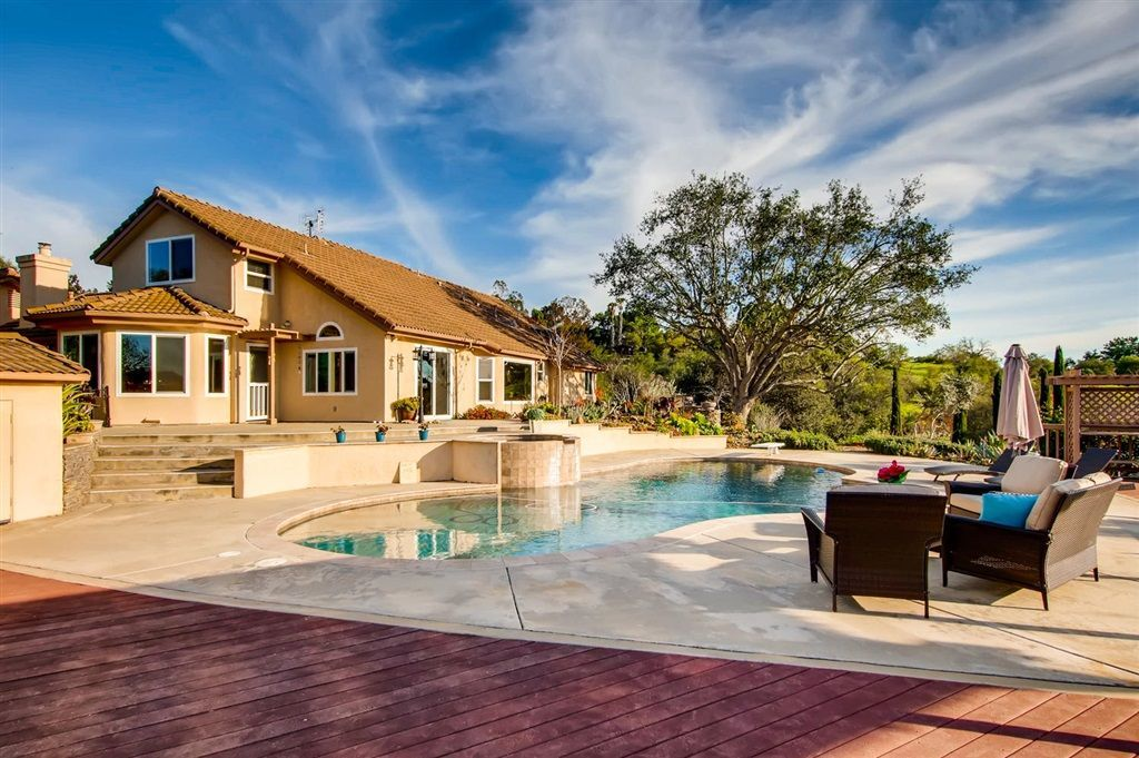 Main Photo: SOUTHWEST ESCONDIDO House for sale : 4 bedrooms : 1001 Summit Trl in Escondido