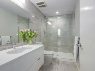 """Photo 14: 910 2888 CAMBIE Street in Vancouver: Fairview VW Condo for sale in """"The Spot"""" (Vancouver West)  : MLS®# R2343734"""