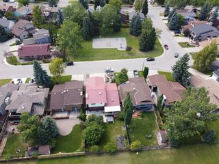 Photo 3: 44 DEERMOSS Crescent SE in Calgary: Deer Run Detached for sale : MLS®# A1018269