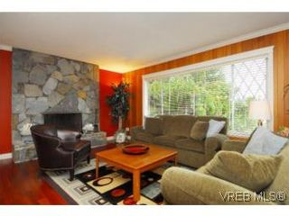 Photo 4: 4042 Hessington Place in VICTORIA: SE Arbutus House for sale (Saanich East)  : MLS®# 532222