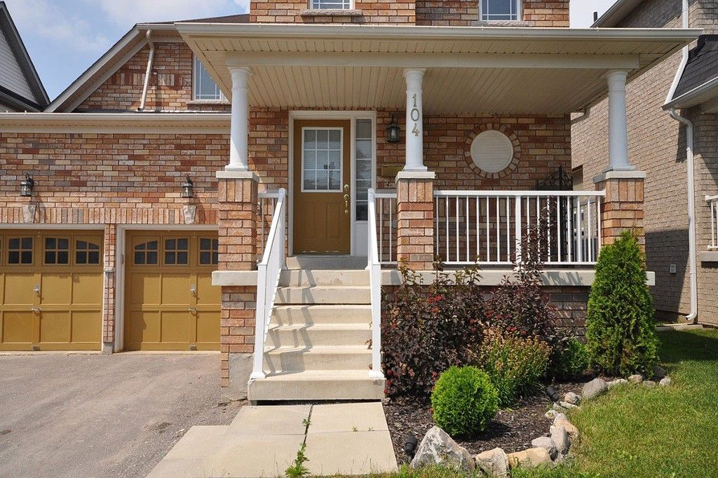 Main Photo: : Freehold for sale : MLS®# N2141501