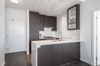 """Photo 10: 3202 5515 BOUNDARY Road in Vancouver: Collingwood VE Condo for sale in """"Wall Centre Central Park"""" (Vancouver East)  : MLS®# R2208071"""