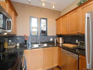 Photo 8: 102 820 Short St in VICTORIA: SE Quadra Row/Townhouse for sale (Saanich East)  : MLS®# 776199