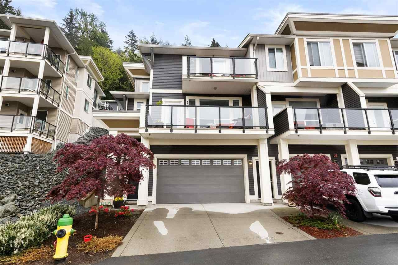 "Main Photo: 33 6026 LINDEMAN Street in Chilliwack: Promontory Townhouse for sale in ""HILLCREST LANE"" (Sardis) : MLS®# R2574967"