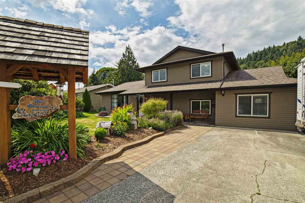 """Main Photo: 34319 NORRISH Avenue in Mission: Hatzic House for sale in """"HATZIC BENCH"""" : MLS®# R2091077"""